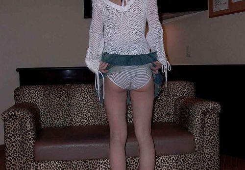 【画像】 パンティを自分で見せつけてくる女子高生がエロ過ぎ! 40枚 No.24