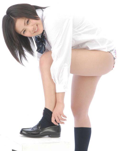 女子高生のミニスカからパンティとお尻が突き出しちゃってるエロ画像 37枚 No.14