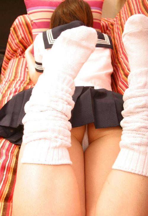 女子高生のミニスカからパンティとお尻が突き出しちゃってるエロ画像 37枚 No.27