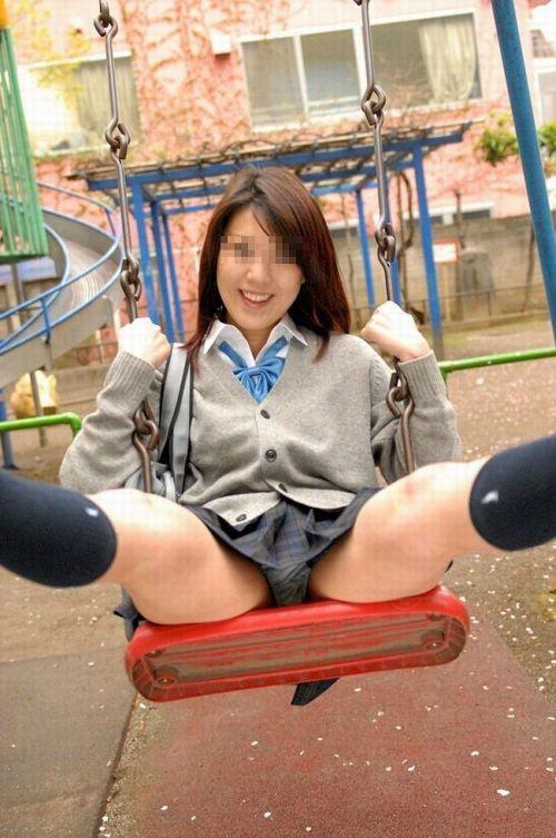 女子高生のパンチラ・ミニスカ・生足を盗撮したエロ画像まとめ 40枚 No.6