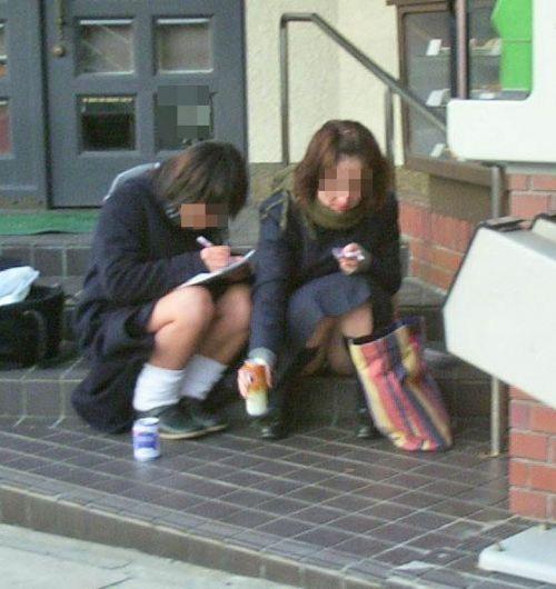 女子高生のパンチラ・ミニスカ・生足を盗撮したエロ画像まとめ 40枚 No.18