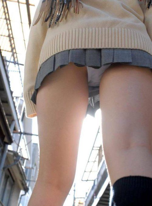 女子高生のパンティとお尻が丸見えになってるエロ画像 37枚 No.27