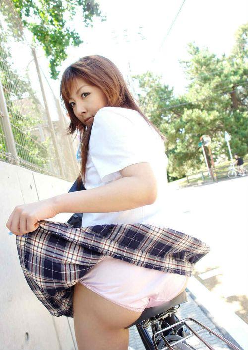 女子高生のパンティとお尻が丸見えになってるエロ画像 37枚 No.33