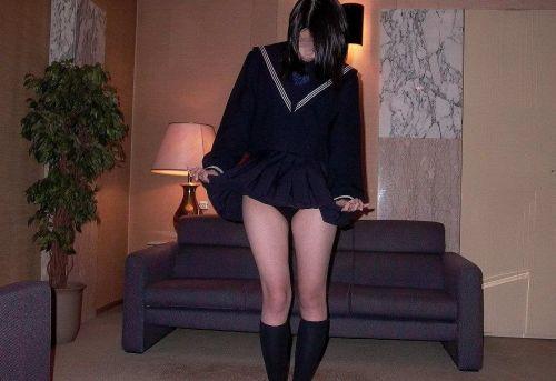 【エロ画像】自分からミニスカの中身を見せてパンモロしちゃう女子高生! 38枚 No.7