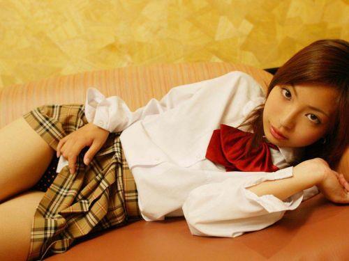 【エロ画像】自分からミニスカの中身を見せてパンモロしちゃう女子高生! 38枚 No.1