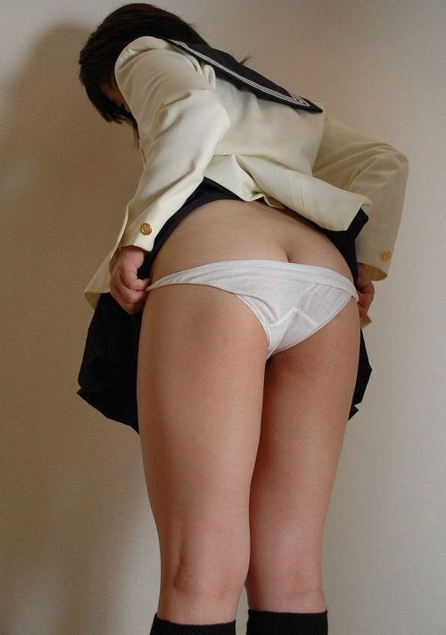【エロ画像】自分からミニスカの中身を見せてパンモロしちゃう女子高生! 38枚 No.11