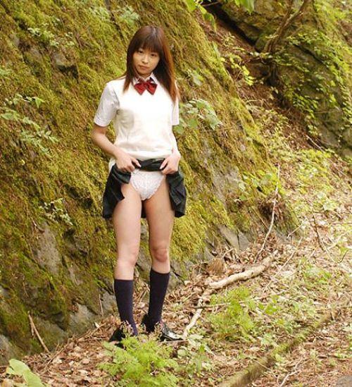 【エロ画像】自分からミニスカの中身を見せてパンモロしちゃう女子高生! 38枚 No.34