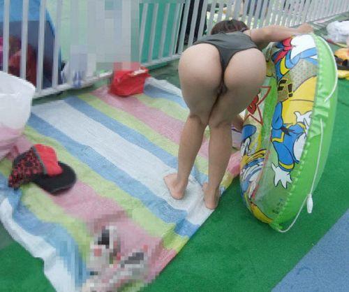 ビーチでお尻を丸出しにしちゃう女の子のTバックのエロ画像 35枚 No.35
