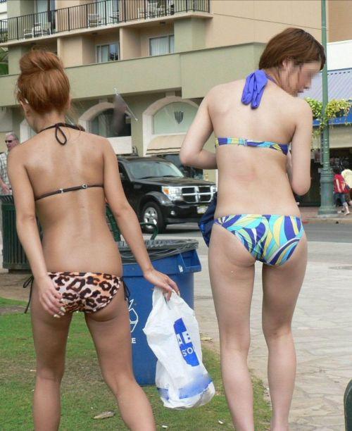 ビーチにいる水着姿の女の子の盗撮エロ画像まとめ 35枚 No.35