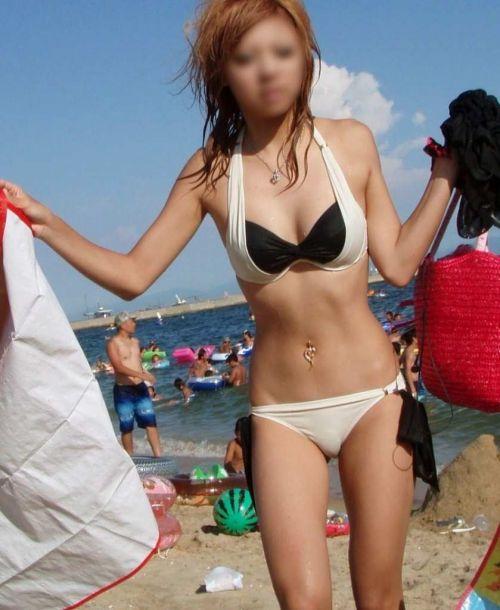 ビーチにいる女の子の水着おっぱい画像だけ集めたった 35枚 No.17