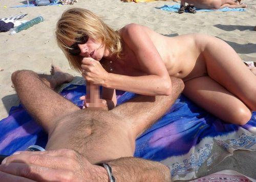 【海外】外人がビーチで野外セックスしちゃってるエロ画像見ちゃう? 36枚 No.2