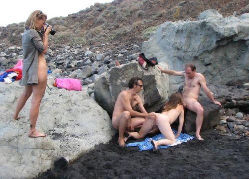 【海外】外人がビーチで野外セックスしちゃってるエロ画像見ちゃう? 36枚 No.11