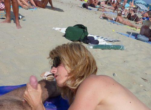 【海外】外人がビーチで野外セックスしちゃってるエロ画像見ちゃう? 36枚 No.18