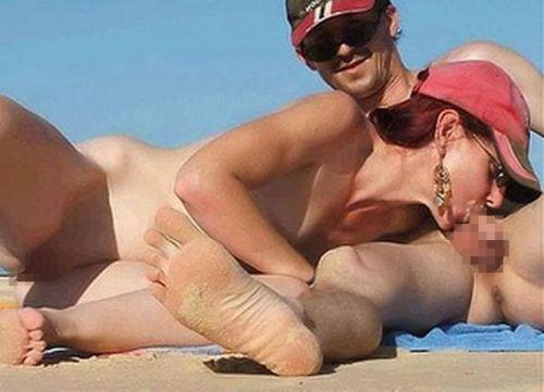 【海外】外人がビーチで野外セックスしちゃってるエロ画像見ちゃう? 36枚 No.21