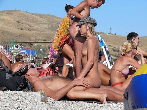 【海外】外人がビーチで野外セックスしちゃってるエロ画像見ちゃう? 36枚 No.34