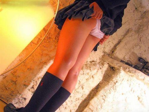 女子高生がミニスカからお尻が突き出してパンモロしてるエロ画像 38枚 No.7