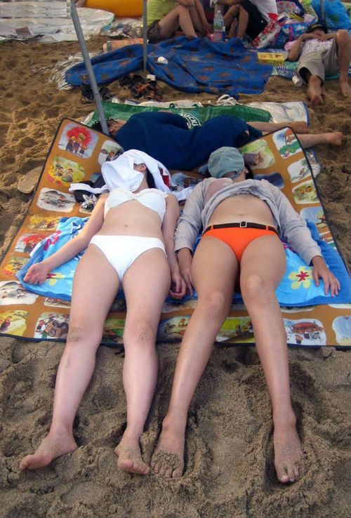 ビーチで盗撮!水着の食い込みやマンスジだけを集めたエロ画像 35枚 No.22