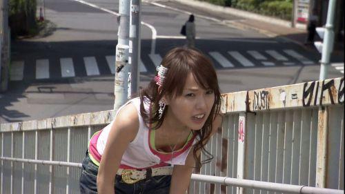 【盗撮画像】前傾姿勢の女の子って胸チラしまくってるよな 40枚 No.4