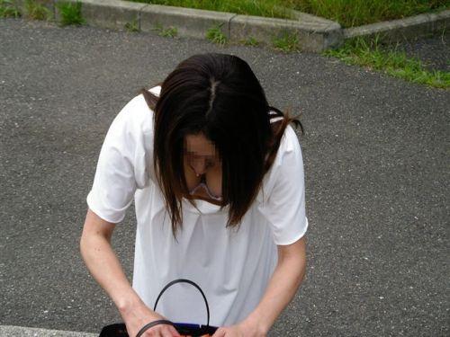 【盗撮画像】前傾姿勢の女の子って胸チラしまくってるよな 40枚 No.24