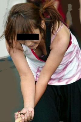 【盗撮画像】前傾姿勢の女の子って胸チラしまくってるよな 40枚 No.39
