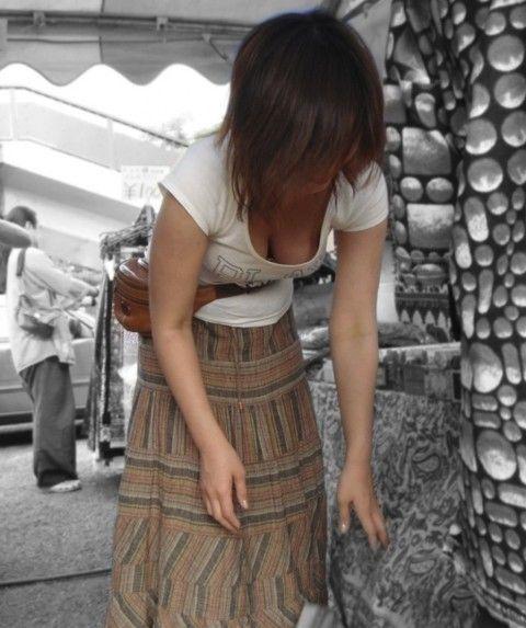 【盗撮エロ画像】夢中で巨乳だけの胸チラ集めたった 44枚 No.4