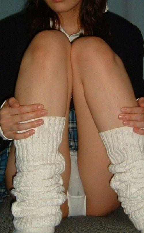 【エロ画像】女子高生が股間を見せつけるようにM字開脚してくるわ 37枚 No.10