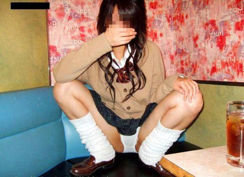 【エロ画像】女子高生が股間を見せつけるようにM字開脚してくるわ 37枚 No.11