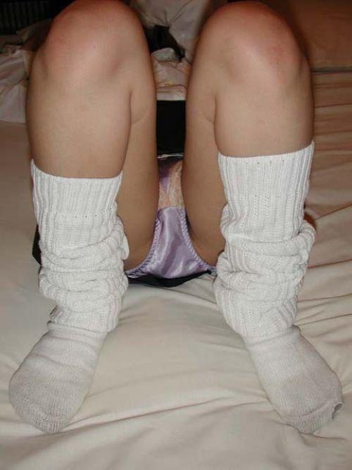 【エロ画像】女子高生が股間を見せつけるようにM字開脚してくるわ 37枚 No.13