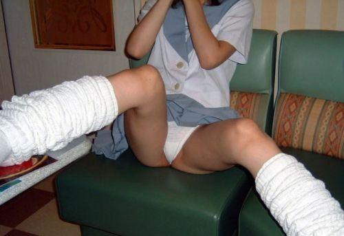 【エロ画像】女子高生が股間を見せつけるようにM字開脚してくるわ 37枚 No.17