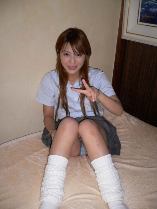 【エロ画像】女子高生が股間を見せつけるようにM字開脚してくるわ 37枚 No.19
