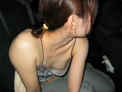 一番乳首ポロリしやすい素人貧乳の胸チラ画像 35枚 No.4