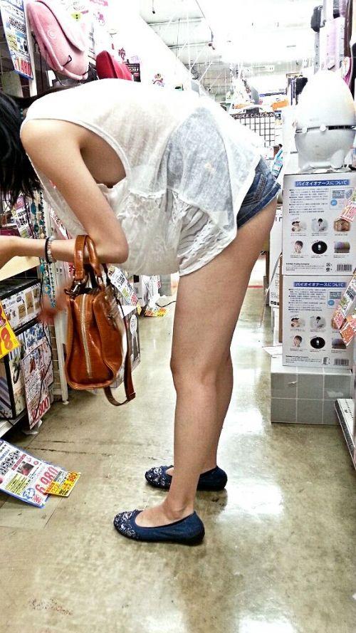 素人女性の横乳がしっかり見えてる盗撮エロ画像 42枚 No.3