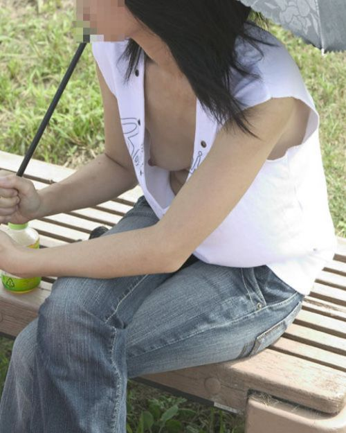 素人女性の横乳がしっかり見えてる盗撮エロ画像 42枚 No.20