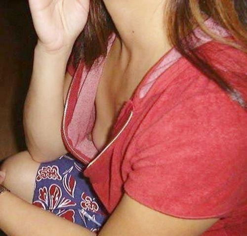 素人女性の横乳がしっかり見えてる盗撮エロ画像 42枚 No.32