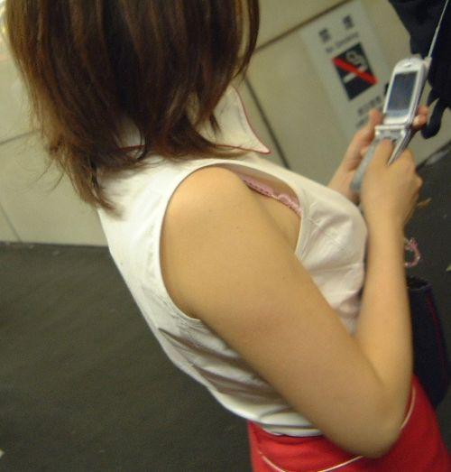 素人女性の横乳がしっかり見えてる盗撮エロ画像 42枚 No.41