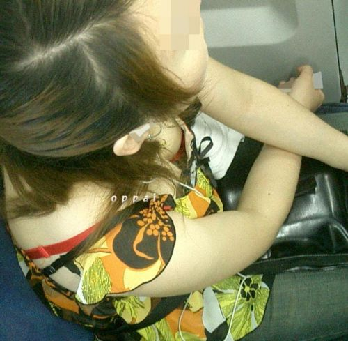 【素人画像】電車の扉の横は胸チラ盗撮天国だよなwww 36枚 No.16