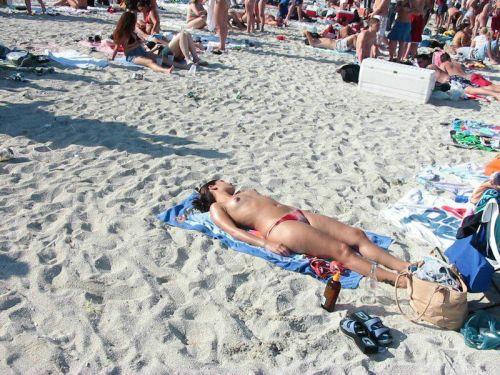 【盗撮画像】全裸外国人のヌーディストビーチがエロ過ぎ! 39枚 No.4