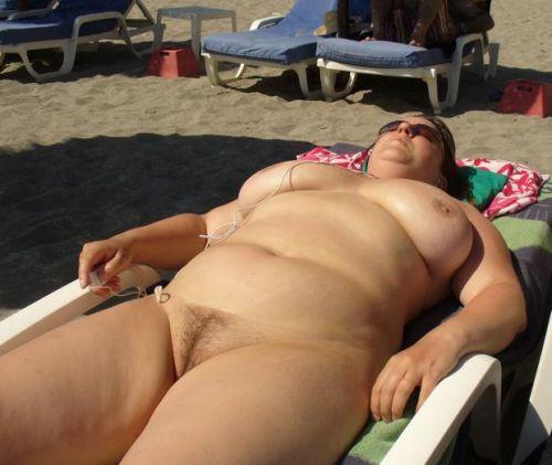 【盗撮画像】全裸外国人のヌーディストビーチがエロ過ぎ! 39枚 No.13