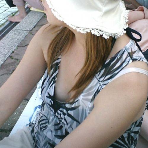 ノンスリーブのお姉さんの胸チラ盗撮画像まとめ 39枚 No.17