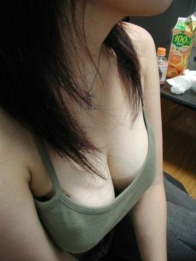 ノンスリーブのお姉さんの胸チラ盗撮画像まとめ 39枚 No.19