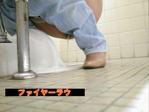和式トイレを前方から盗撮したエロ画像 35枚 No.6