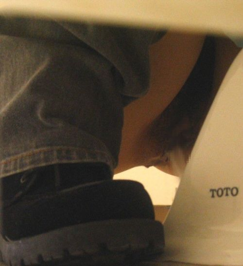 和式トイレを前方から盗撮したエロ画像 35枚 No.22