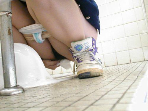 和式トイレを前方から盗撮したエロ画像 35枚 No.24