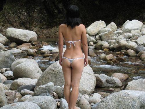 ビーチで女の子のTバック姿のお尻だけを厳選した盗撮画像まとめ 35枚 No.9