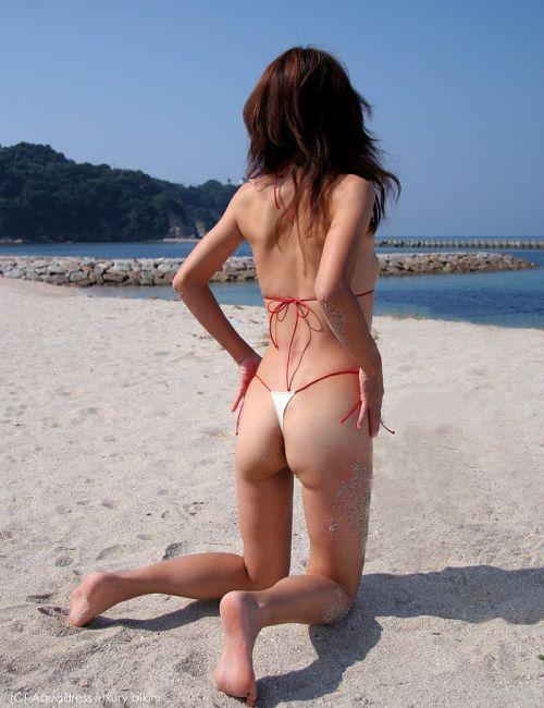 ビーチで女の子のTバック姿のお尻だけを厳選した盗撮画像まとめ 35枚 No.12