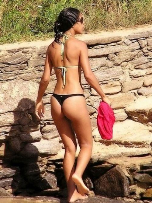 ビーチで女の子のTバック姿のお尻だけを厳選した盗撮画像まとめ 35枚 No.23