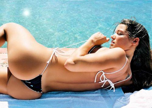 ビーチで女の子のTバック姿のお尻だけを厳選した盗撮画像まとめ 35枚 No.26