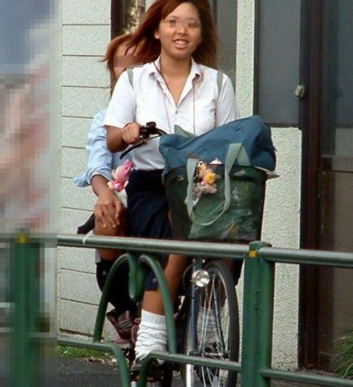 【盗撮】ミニスカからパンチラしちゃうJKの自転車通学エロ画像 43枚 No.3