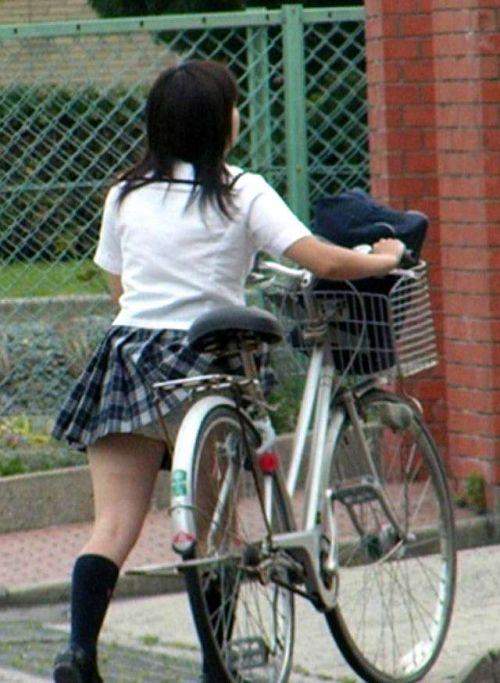 【盗撮】ミニスカからパンチラしちゃうJKの自転車通学エロ画像 43枚 No.5