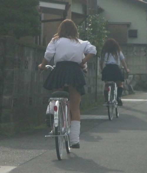 【盗撮】ミニスカからパンチラしちゃうJKの自転車通学エロ画像 43枚 No.8